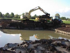 Graafwerkzaamheden caterpillar Newholland trekker